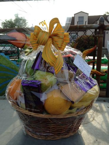 Fruit & choclate basket